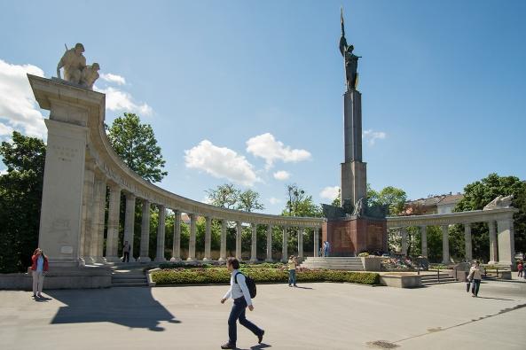 28Il monumento copia