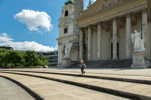 Davanti Karlskirche copia